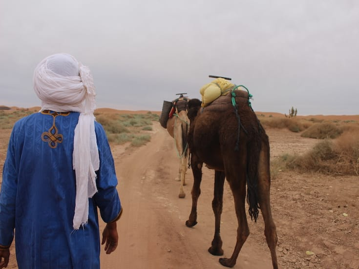 camel-trekking-morocco-www.moroccanjourneys.com